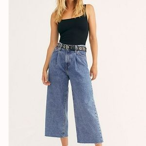 Levi's Ribcage Pleated Crop Jeans